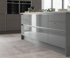Contrasting colours & finishes in this Gloss & matte Fusion Kitchen